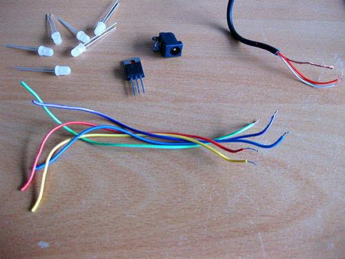 провода, светодиоды и транзистор