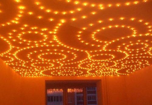 Освещение помещения с помощью токопроводящей панели со светодиодами